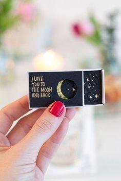 Streichholzschachtel Liebeserklärung Matchbox DIY // Love you to the moon and back // Declaration of love // Love text // Love quote // Love gift idea // Valentine's day gift // Gift partner Valentines Bricolage, Valentines Diy, Valentine Day Gifts, Diy Love, Love You, Love Gifts, Gifts For Him, Diy Birthday, Birthday Cards