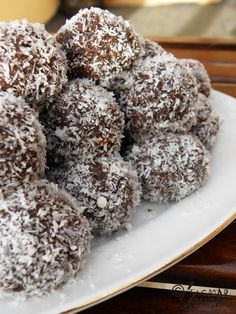 Recipe Christmas Pudding Bliss Balls by mummaduck, learn to make this recipe easily in your kitchen machine and discover other Thermomix recipes in Desserts & sweets. Chocolate Protein Powder, Vanilla Protein Powder, Raw Food Recipes, New Recipes, Cheap Protein, Romanian Desserts, Romanian Recipes, Romanian Food, Bliss Balls