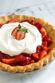 Simple Strawberry Pie Recipe from www.inspiredtaste.net #recipe #pie