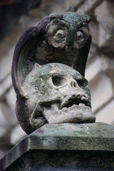 Tombstone Art in San Sebastian, Spain Cemetery Statues, Cemetery Headstones, Old Cemeteries, Cemetery Art, Graveyards, Cemetery Angels, Angel Statues, Memento Mori, La Danse Macabre