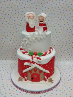 Mr and Mrs Claus - I donated this cake to my sons school Christmas fete last week and thoroughly enjoyed making it. Both tiers are chocolate mud cake and coated in a dark chocolate ganache. I wanted the models to remain fun and simplistic for the children but still recognisable as Mr and Mrs Claus x