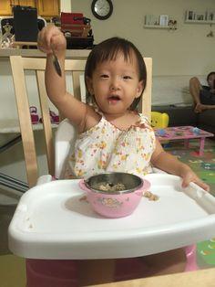 승혜 언니에게 얻어온 나물 비빔밥을 너무 잘 먹는 소은이.