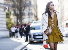 mode-hippie-chic-robe-été-jaune-moutarde-blazer-blanc mode hippie chic