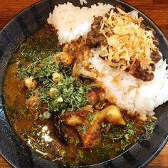 #RyoTracksカレー通信  初訪問、秋葉原カレーのトリコ。インド風チキンカレーと牛スジドライカレーのあいがけ。 まず、カスリメティめっちゃ多い。笑 大阪のスパイスカレーっぽい感じ。店主さんも関西弁使ってはった。カレーというより、チキンが美味しかったです #カレー #東京 #アート #カレー部 #カレー部東京 #食レポ #幸せ #spice #curry #spicecurry #instafood #instacurry #osaka #art #咖喱 #카레 #الكاري #Карри #カレー通信 #秋葉原