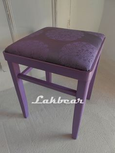 There are countless ideas for great DIY furniture, enchant your apartment with lots of charm and character. Best DIY furniture ideas are waiting for you. Repurposed Furniture, Pallet Furniture, Furniture Projects, Living Room Furniture, Furniture Redo, Glass Dining Set, Dining Sets, Full Sleeper Sofa, Sleeper Sofas
