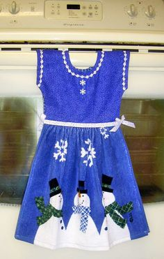 Such a cute idea for  a kitchen towel Would be a great holiday gift. #dteam #dress #kitchen #towel #snowmen #holiday #blue
