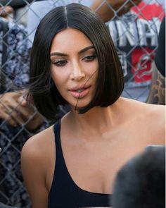 Kim Kardashian Bob - Kim Kardashian debuted a sleek bob while visiting 'Kimmel. Short Black Hairstyles, Pixie Hairstyles, Bride Hairstyles, Trendy Hairstyles, Kylie Minogue, Kim Kardashian Cabelo, Kim Hair, Kim K Short Hair, Sleek Bob