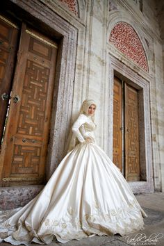 wedding gown hijabi hijab - Yelda Calımlı Photography  haha This isn't the same as Rhiana's photo shoot in Dubai. She's a bride getting ready to get married in the mosque. POSE DARLING!