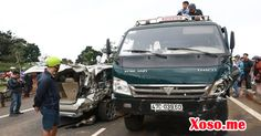 Ô tô 7 chỗ bị xe tải kéo lê 30m, 5 người thoát chết trong gang tấc