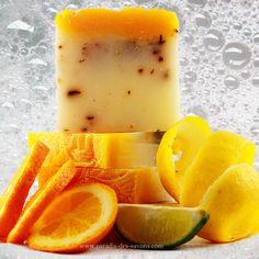 Savon aux agrumes par méthode de saponification à froid aux couleurs vitaminées.  https://www.paradis-des-savons.com/boutique/savons-naturels-aux-huiles-vegetales/savon-a-froid-aux-agrumes/