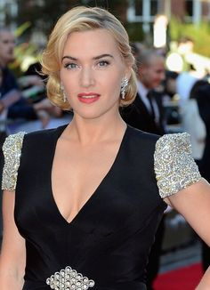 Gorgeous kate winslet wearing a Jenny Packham dress !