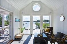 20 perfekta plädar vi vill slänga i soffan just nu! New England Hus, England Houses, New England Cottage, Airstream, Sauna House, Swedish Cottage, Beach Cottage Decor, Coastal Decor, Beach Bungalows