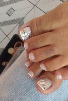 French Pedicure, Pedicure Nail Art, Toe Nail Art, Manicure And Pedicure, Pedicure Designs, Toe Nail Designs, Diy Acrylic Nails, Rose Gold Nails, Daisy Nails