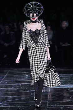 Alexander McQueen Fall 2009 RTW - Runway Photos - Vogue