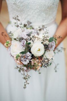 white ranunculus wedding #bouquet @weddingchicks