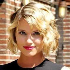 Looking for celebrity short haircuts in Here, you just found the right place. Today's post will be about best 20 Celebrity Short Haircuts All you need is just to take a look at them. Thin Wavy Hair, Bobs For Thin Hair, Short Curly Hair, Short Hair Cuts, Curly Hair Styles, Short Blonde, Curly Bob, Wavy Curls, Curly Blonde