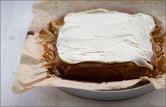 Saftiger Ahornsirup-Kuchen mit süßem Ahornsirup-Icing nach einem Rezept von Martha Stewart