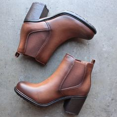 two tone tan chelsea boots from shophearts.