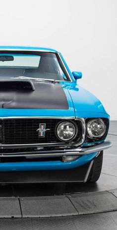 This Ford Mustang Boss 302 has the old school looks that we all desire, with outstanding modern performance. Click the image to be blown away! Ford Mustang Gt, Ford Mustang Boss, Mustang Cars, Old Muscle Cars, American Muscle Cars, Ford 2000, Gp Moto, Automobile, Classic Mustang