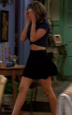 Jennifer Aniston in a sexy outfit as Rachel Green on Friends Rachel Green Outfits, Estilo Rachel Green, Rachel Green Friends, Rachel Green Style, Rachel Green Fashion, Rachel Green Costumes, Friends Mode, Friends Tv, Fashion Tv