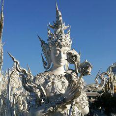 Detalle del templo blanco en chiang rai...impresionante templo avanguardista!