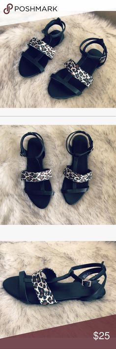 🎈SALE 🎈🎀 Forever21 sandals 🎀 💝 Gorgeous sandals in black and leopard print size 8 never worn 💝 Forever 21 Shoes Sandals