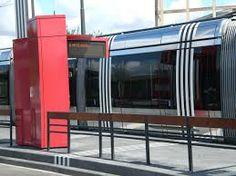 Station Tram de la ville de Tours. Création des totems distributeur de titre de transport et extension de l'oeuvre d'art de Daniel #Buren sur les quais du tramway. Design RCP Design Global