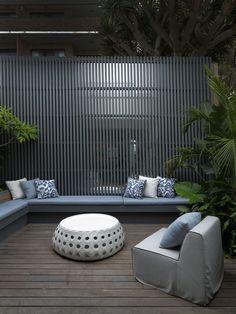 Find Out 15 Inspiring Black Outdoor Garden Design Ideas Outdoor Seating, Outdoor Rooms, Outdoor Gardens, Outdoor Living, Timber Screens, Terrace Garden, Balcony Gardening, Fairy Gardening, Fence Design
