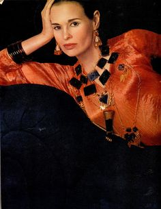 Gloria Vanderbilt and Fortuny, photographed by Richard Avedon for VOGUE Gloria Vanderbilt as a model wearing a Fortuny Delphos dress in stunning jewels of Rita Delisi. Photo of Richard Avedon for Vogue Italy, Givenchy, Valentino, 70s Fashion, World Of Fashion, Vintage Fashion, Fashion Art, High Fashion, Gloria Vanderbilt, Elsa Peretti