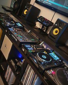 Home Studio Setup, Music Studio Room, Studio Gear, Dance Music, Dj Rig, Gamer Room, Pc Gamer, Mixer Dj, Dj Setup