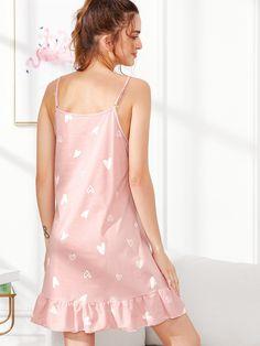 Camisón bajo fruncido con estampado de corazón Cool Outfits, Summer Outfits, Lingerie Outfits, Bridal Lingerie, Ladies Slips, Heart Print, Nightgown, Dress P, Kitchen Furniture