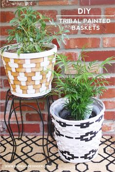 My latest thrift store makeover was so simple but I'm loving it! These DIY tribal painted baskets add a nice touch to your home decor. Made from wicker basket finds; perfect for farmhouse style decor. Get the tutorial here. Cool Diy, Easy Diy, Fun Diy, Simple Diy, Painted Baskets, Wicker Baskets, Bushel Baskets, Painted Wicker, Diy Home Decor Projects