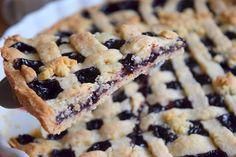 borůvkový ořechový mřížkový linecký 😍😄 #linzer #blueberry #cake #lineckykolac #kolac #boruvkovykolac #boruvky #pie #homebaker #homebaked #yummy #instabake #foodie #foodlover #foodpics #czech #czechrepublic #avecplaisircz