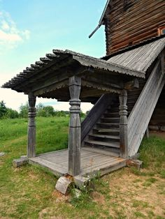Ширков Погост. Крыльцо. Wooden Architecture, Russian Architecture, Surf Pool, Viking House, Baba Yaga, Book Nooks, Great Pictures, Historic Homes, Camps