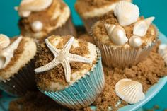 Cupcakes by the sea! Vanilla bean cupcakes with pearl shells and starfish. Beach Theme Cupcakes, Sea Cupcakes, Summer Cupcakes, Pretty Cupcakes, Themed Cupcakes, Cupcake Cookies, Seashell Cupcakes, Wedding Cupcakes, Birthday Cupcakes
