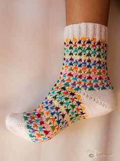 Ravelry: Girly Feeling Socks pattern by Dolly Laishram - Hebemaschenmuster Crochet Socks, Knitted Slippers, Knit Or Crochet, Knitting Socks, Hand Knitting, Knitting Patterns, Knitting Tutorials, Crochet Granny, Stitch Patterns
