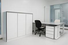 Büromöbel im Reinraum  Trespa Toplab vertical weiß