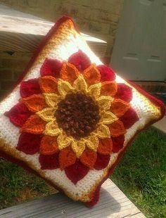 Crochet Fall Decor, Crochet Decoration, Crochet Crafts, Crochet Pillow Pattern, Knit Pillow, Crochet Cushions, Crochet Hooks, Crochet Motif, Crochet Flowers