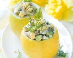 Citrons farcis au thon et câpres fait maison : http://www.fourchette-et-bikini.fr/recettes/recettes-minceur/citrons-farcis-au-thon-et-cpres-fait-maison.html