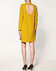 loving yellows right now, and I love the drape of this #Zara dress.