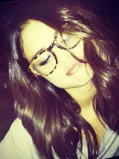 Selena Gomez   -  Glasses, frames