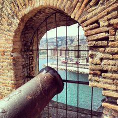 la terrazza dei cannoni a Castel dell'Ovo Naples, Italy. 40°50′00″N 14°15′00″E