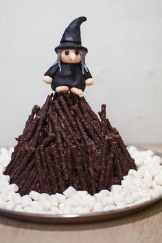 Sankt Hans Bål Kage (Sankt Hans Bonfire Cake)
