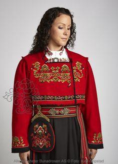 Øst-Telemarksbunad til dame - BunadRosen AS Folk Costume, Costumes, Scandinavian Folk Art, Nordic Style, Christmas Sweaters, Nordic Fashion, That Look, Bell Sleeve Top, Folklore