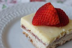 "Strawberry-Lemon Shortbread Bars from A Well-Seasoned Life: ""Game-Day Fan Fare"": Gooseberry Patch Review, Recipe, and Giveaway"