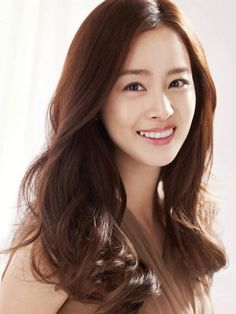South Korea's prettiest actress&model, Kim Tae Hee.    Gah i want my hair like that :/
