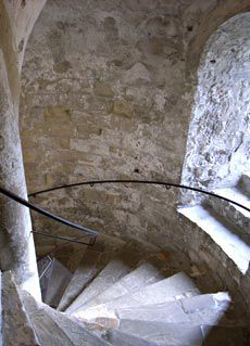Castle parts: Design and construction of Medieval castles, chateaux forts, stately homes, manor houses and country houses in Europe and around the world Stairs Architecture, Architecture Details, Castle Window, Castle Parts, Dover Castle, Stone Stairs, Tower House, Wooden Stairs, Interior Stairs