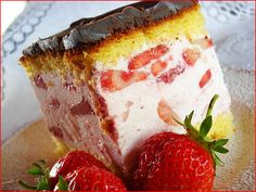 Reteta Prajitura cu iaurt si capsuni.Cea mai buna prajitura de casa.Prajitura rapid de preparat.Prajitura cu iaurt si capsuni.Cele mai bune prajituri cu fructe.