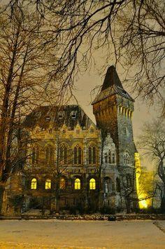 Budapest                                                                                                                                                                                 Mais