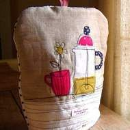 A lovely vintage linen and cotton fabric cafetiere cosy to fit a standard, 25cm tall, 8-cup cafetiere. Padded with 8-oz wadding to keep your coffee hot, hot, HOT!  Features a gorgeous machine embroidery cafetiere and mug machine embroidery appliqued mo...